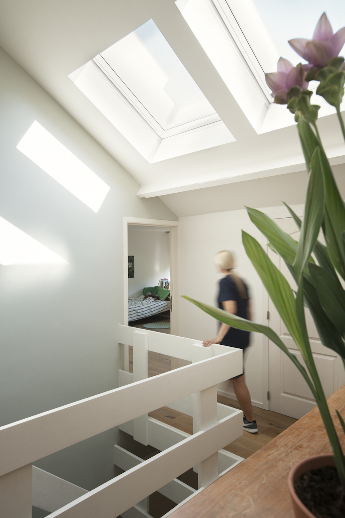 cage escalier lumineuse fenêtres de toit velux - blog déco - clematc