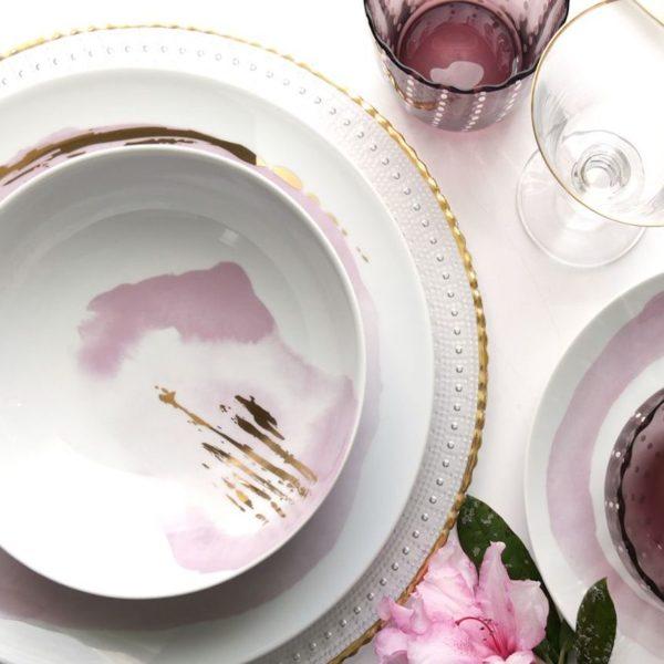 vaisselle rose pastel effet peinture fleurs