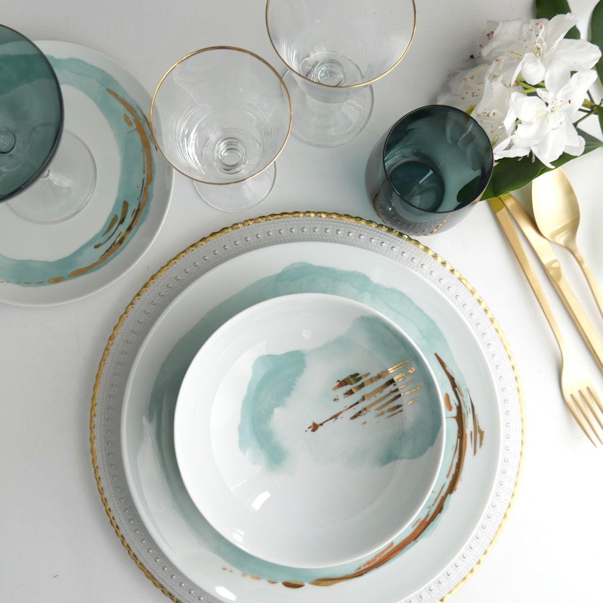 assiette porcelaine dorée rose bleu pastel déco couvert