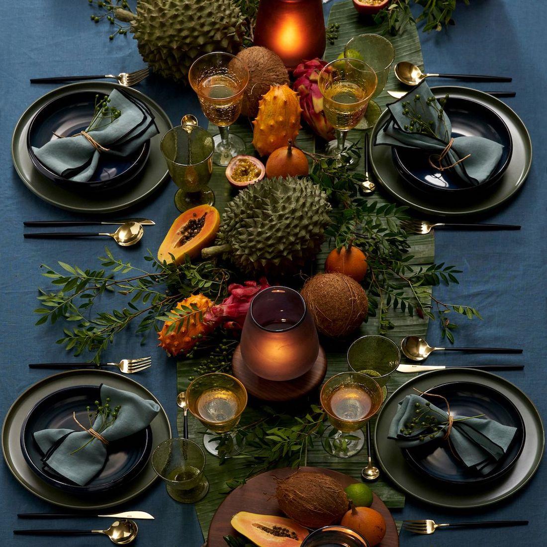 déco table sobre élégant sombre noël couvert laiton