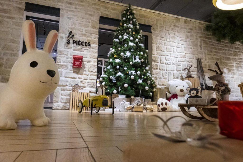 cache pied sapin accumulation paquet cadeau boite idée boutique cours saint émilion bercy village noel