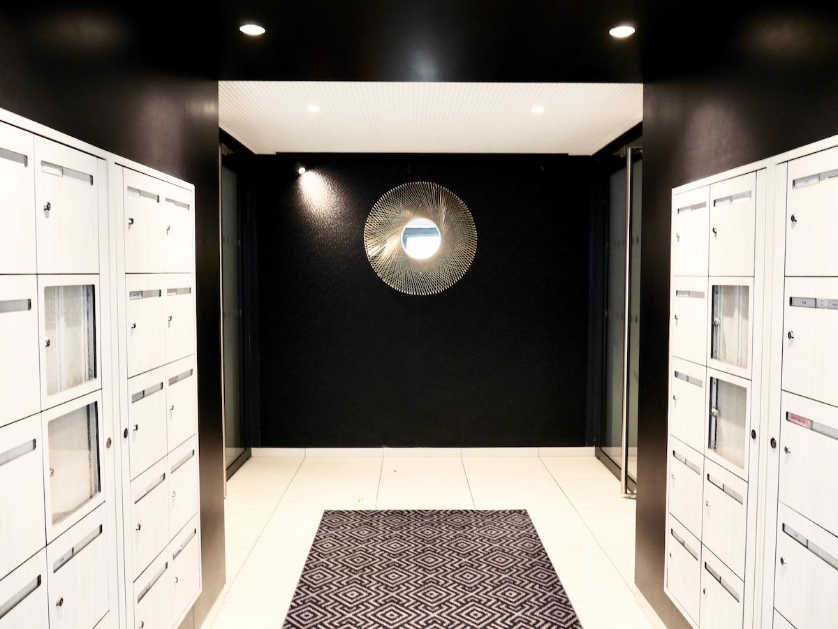 villa Condroyer cogedim parties communes entrée immeuble noir blanc design