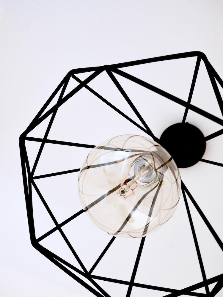 luminaire graphique hexagonal métal entre suspension métallique villa condroyer