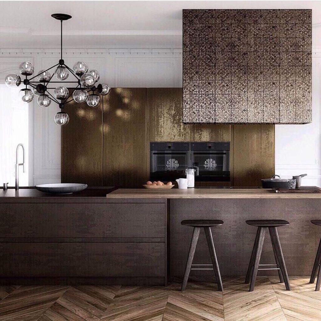 home decor interior cuisine tendance bois laiton doré sobre élégant