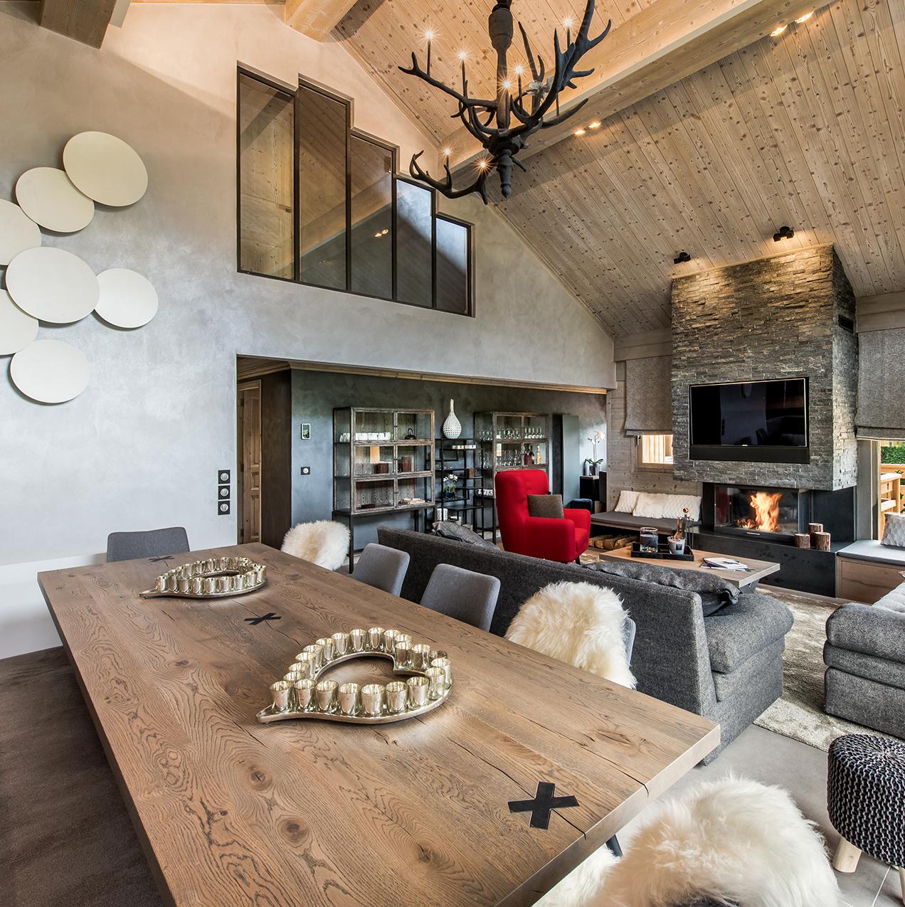 pièce de vie spacieuse table bois style industriel montagnard