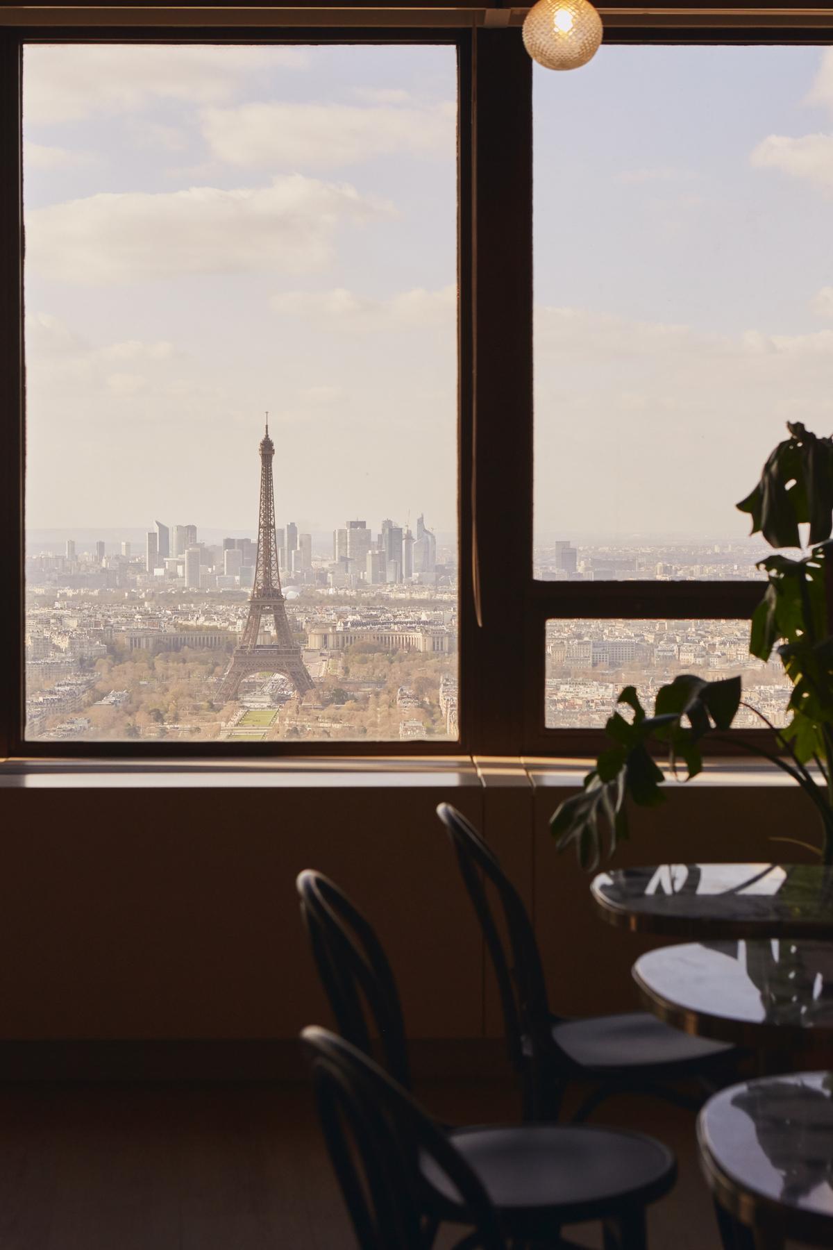 Morning coworking Paris montparnasse travail work share office eiffel tower