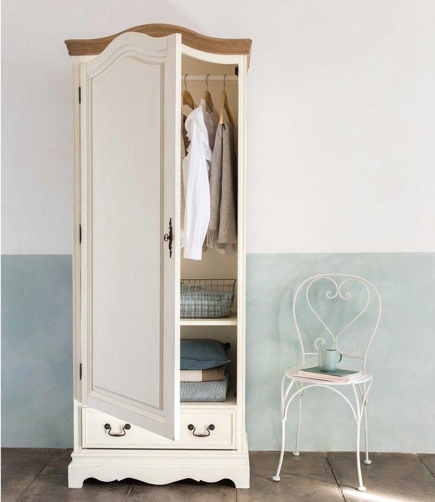 armoire blanche vintage finition bois chaise métallique