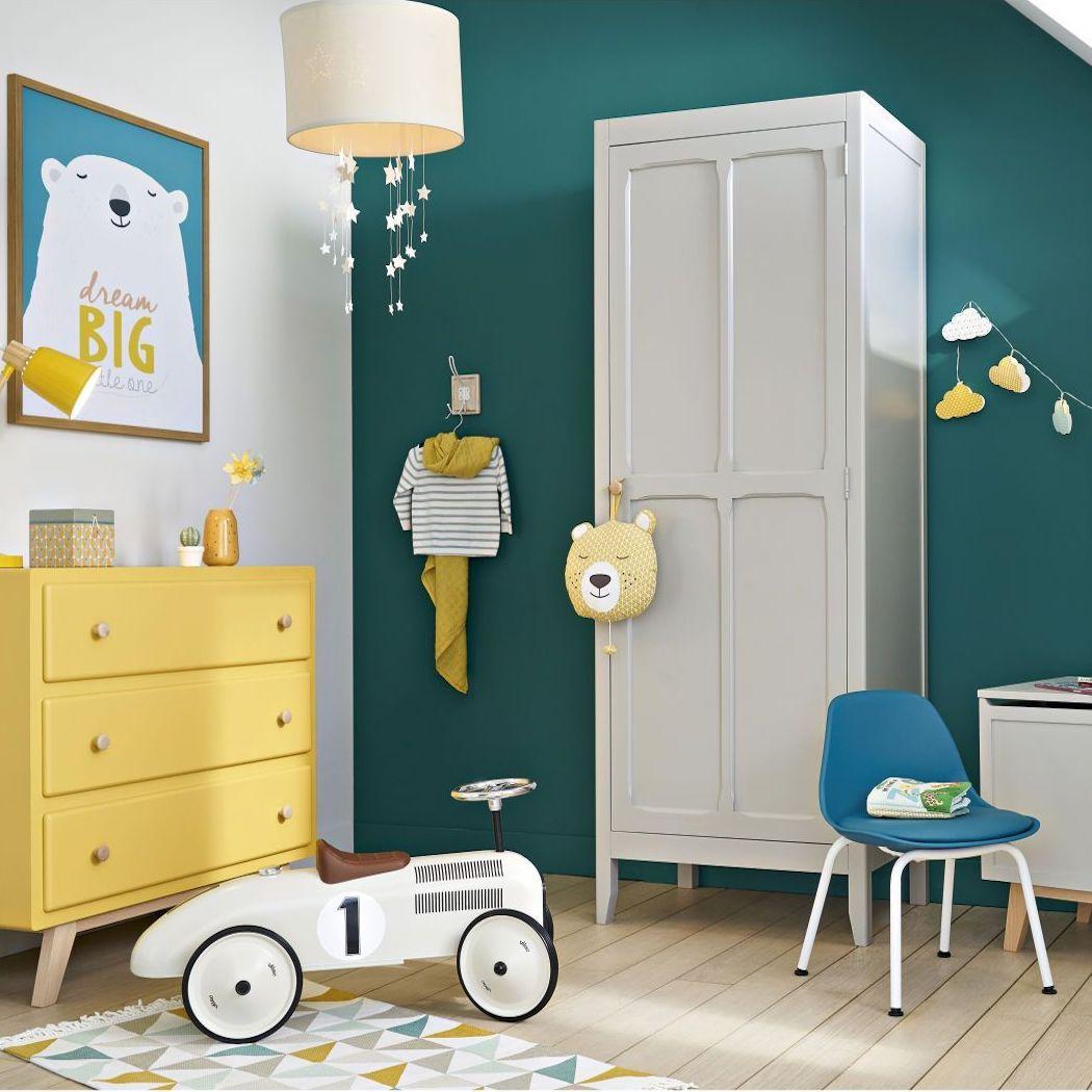 chambre enfant mur vert canard mobilier jaune blanc vintage guirlande nuage
