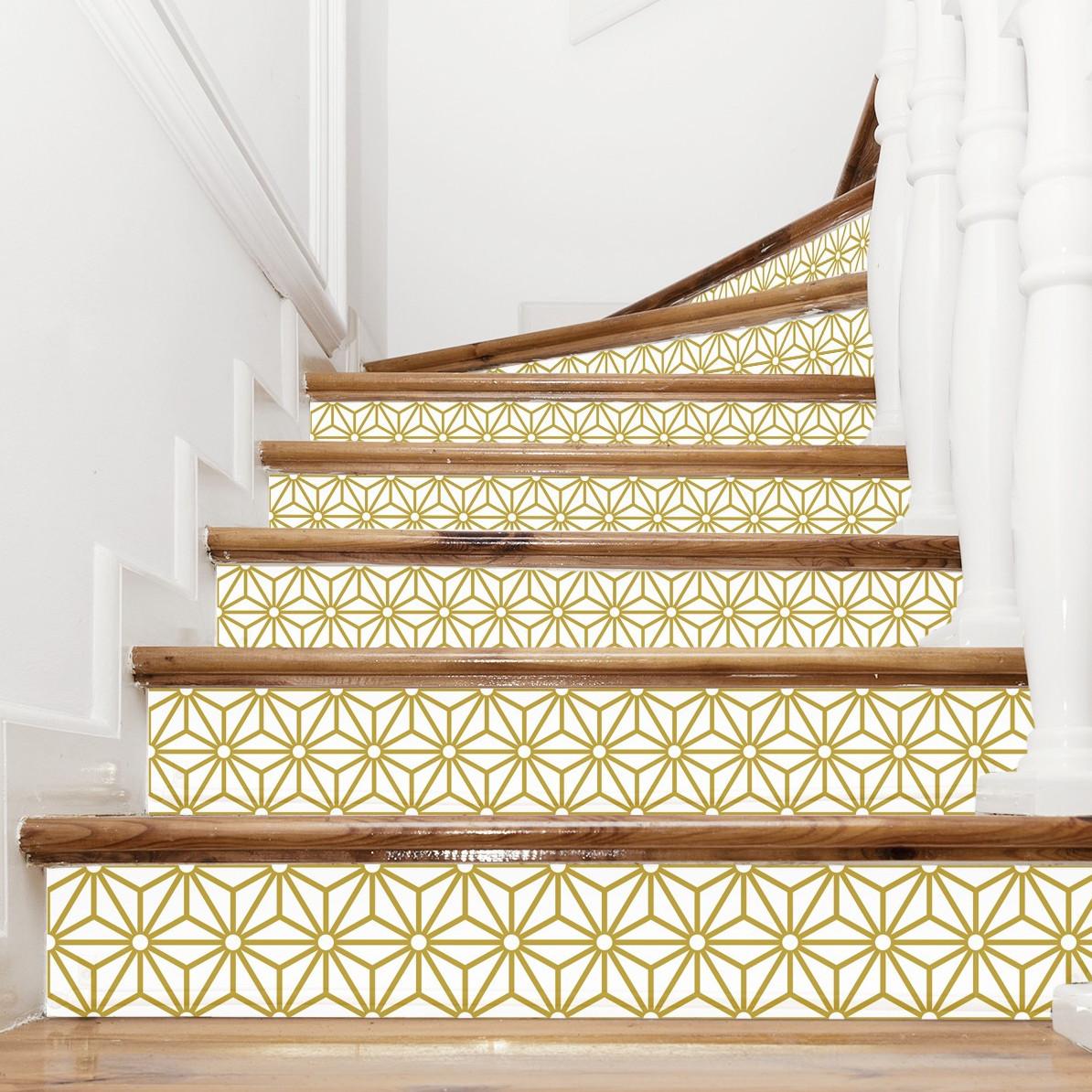 escalier bois revêtement papier adhésif jaune moutarde effet carrelage déco lumineuse