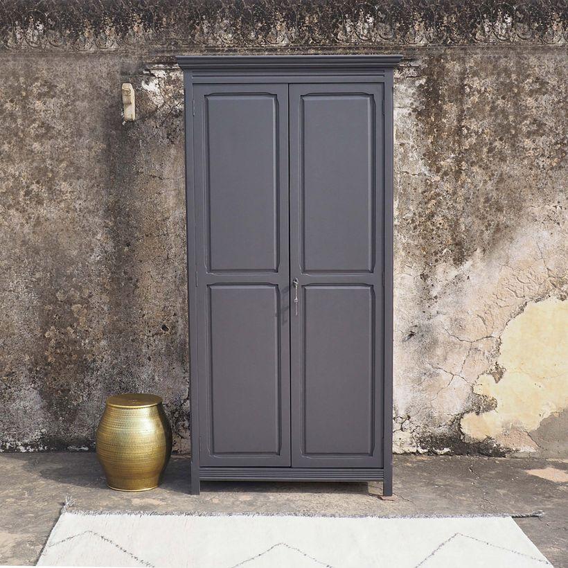 meuble gris double portes penderie étagère rangement vêtement chambre déco clemaroundthecorner