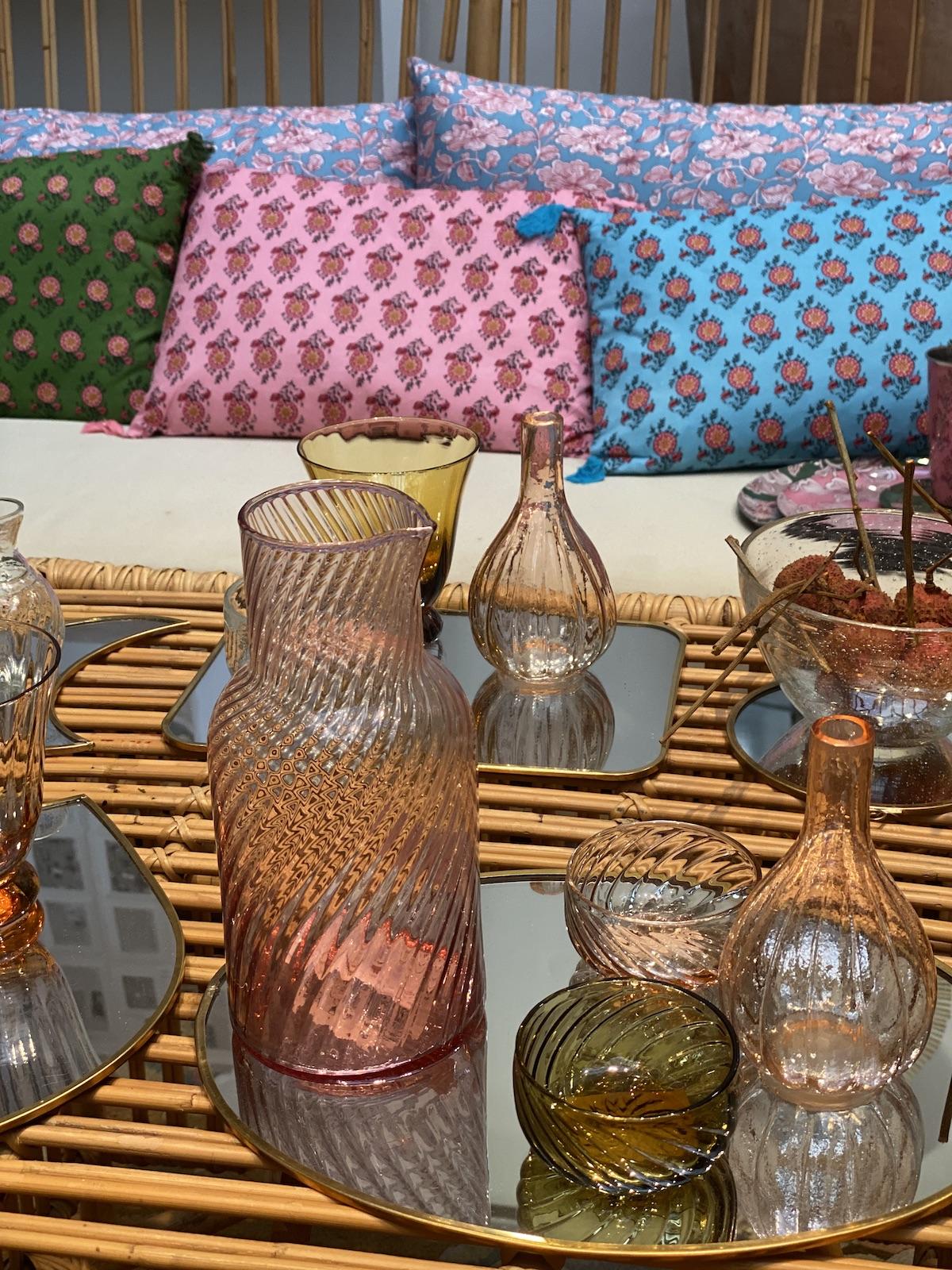Monoprix déco 2020 vaisselle verre pastel coussin motif table basse bambou - blog déco - clematc