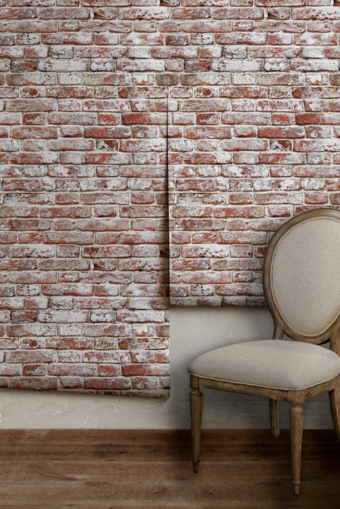 blog déco clematc papier peint mur en brique rouge chaise vintage beige