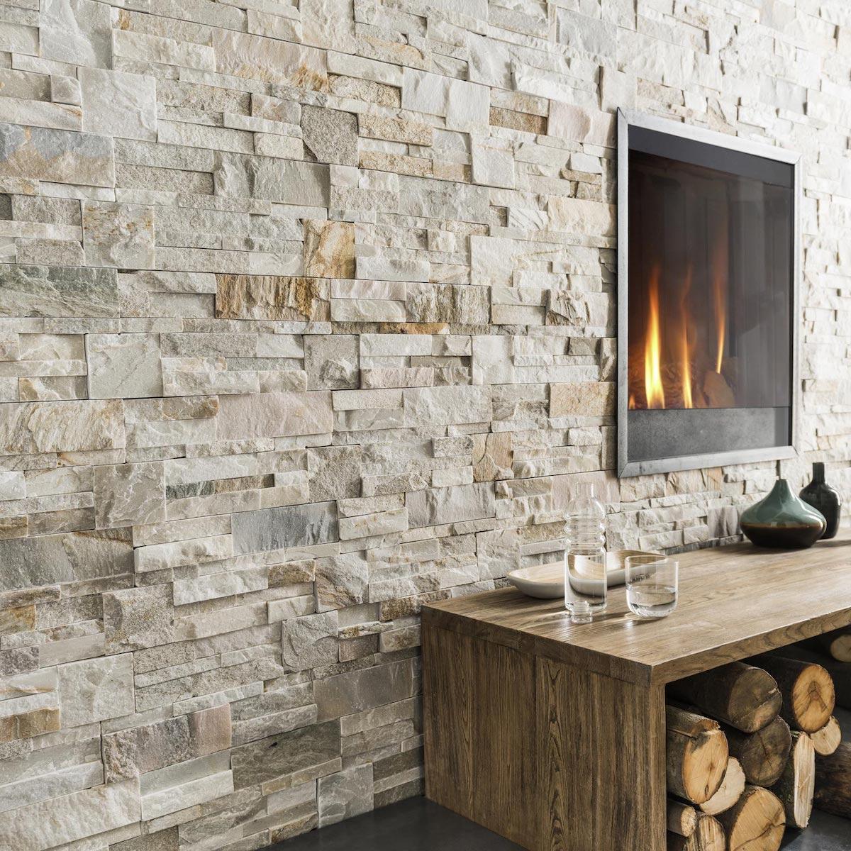 blog déco clematc salon tendance chaleureux cheminée incrusté mur en parement gris beige