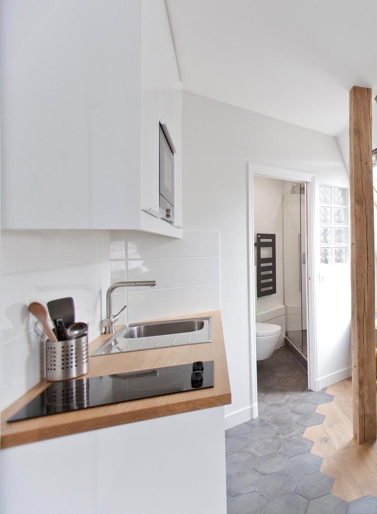 chambre de bonne transformer fusionner appartements cuisine ouverte mix sol empiètement carrelage parquet
