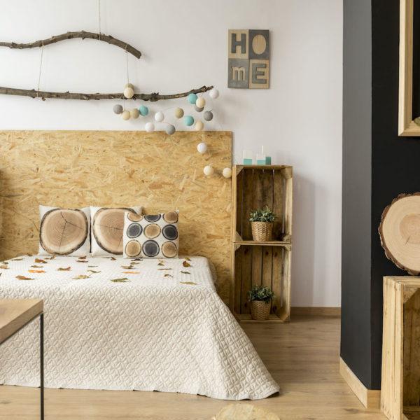 panneau liège déco chambre inspiration chambre naturelle cagette rangement en bois