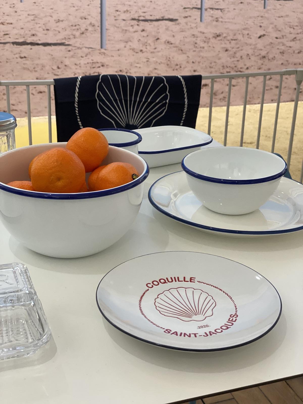 saladier tendance plage blanc bleu clémentine assiette coquille saint jacques - blog déco - clematc