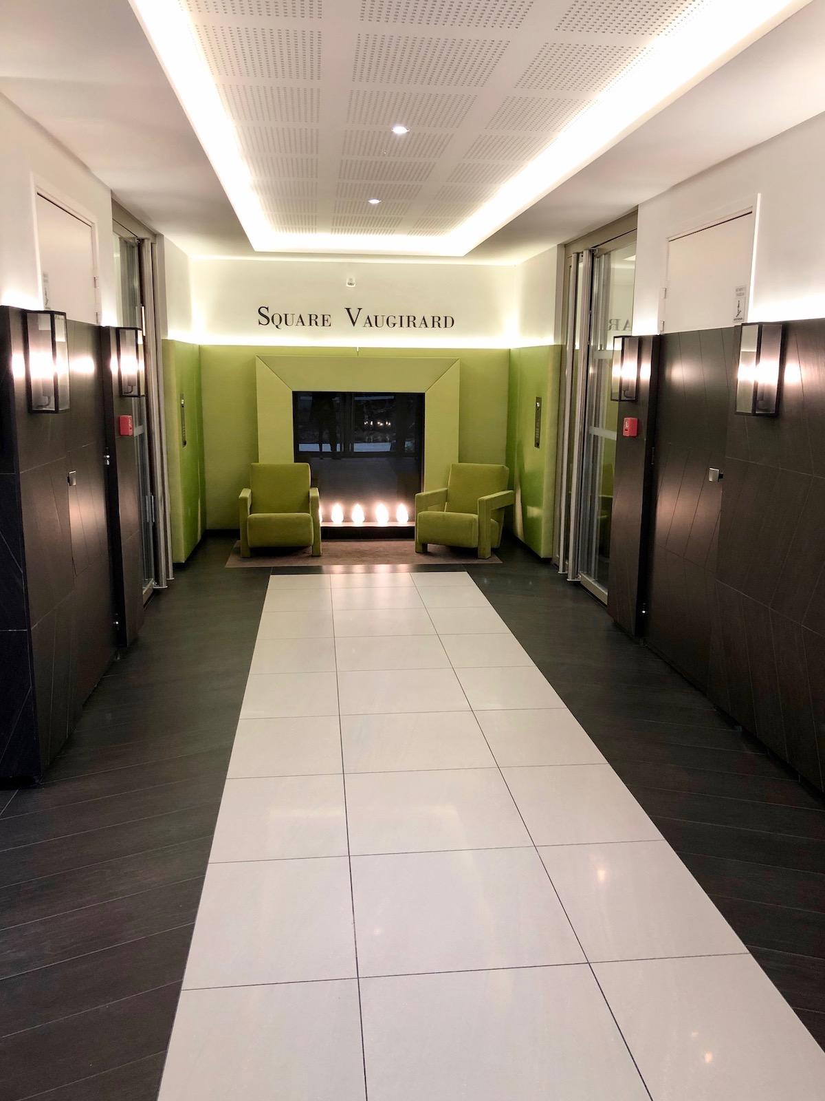 square vaugirard résidence cogedim parties communes haut de gamme noir blanc vert lobby