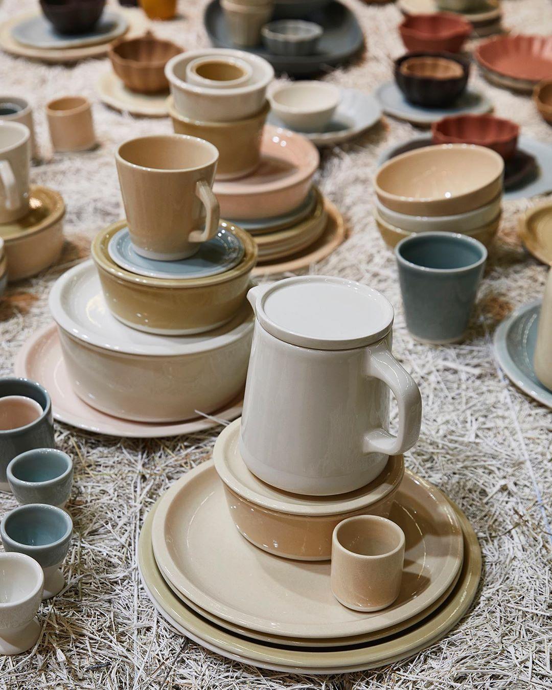 tendances déco 2020 table paille décoration champêtre assiette grès artisanat