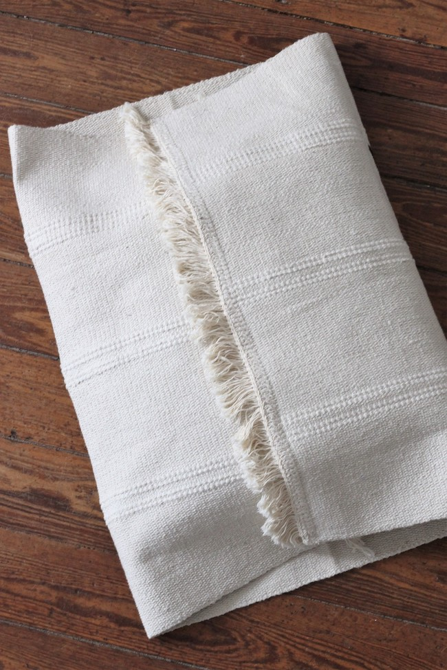 créer housse de coussin tissu tapis ikea hack frange - clem around the corner