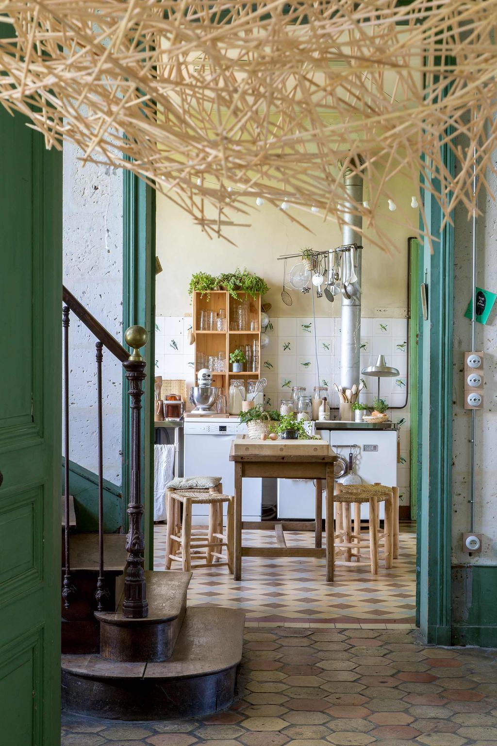 cuisine déco champêtre carrelage vintage carré tabouret carré bois osier