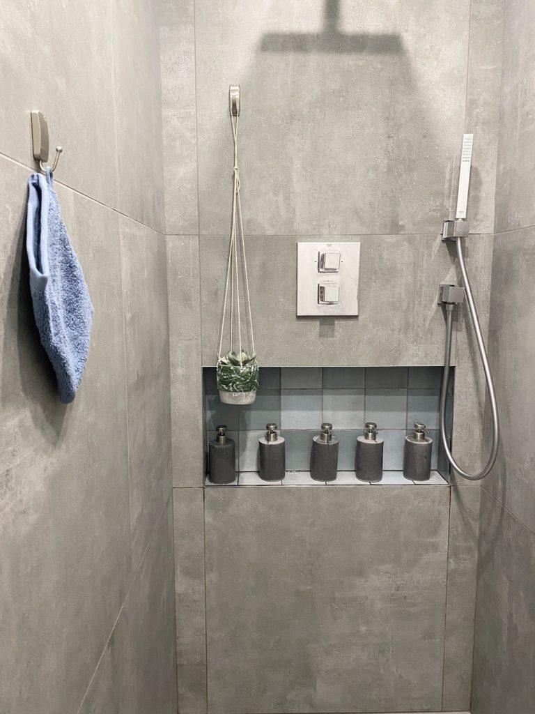 douche gres cerame beton comment installer des crochets dans sa salle de bain sans percer 3m command