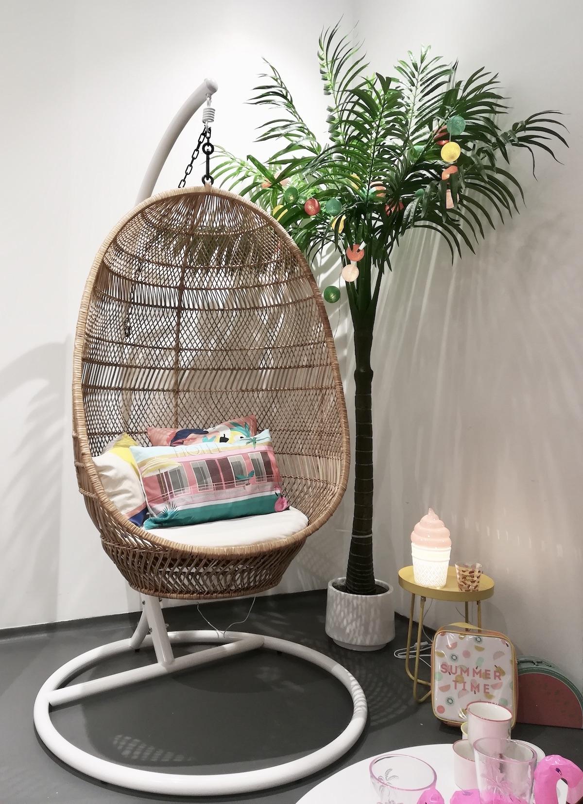 fauteuil suspendu rotin osier pied blanc jardin terrasse chambre ado