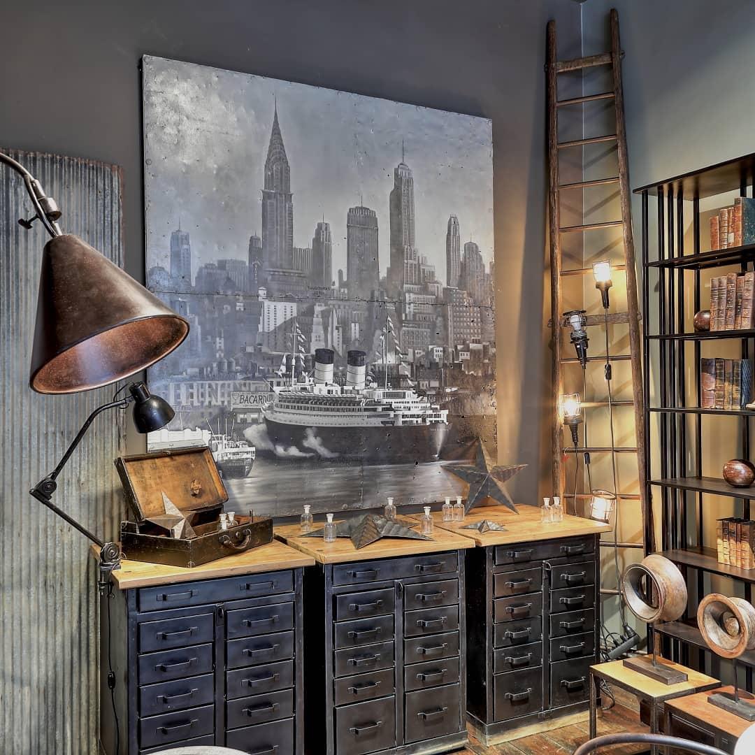 intérieur style industriel meuble de métier métal affiche new york paquebot boutique shopping Belgique