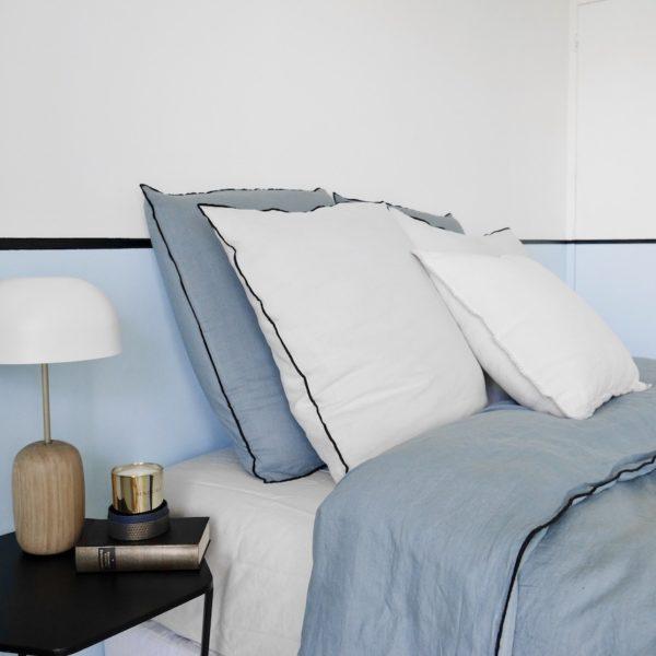 mur bicolore peinture bleu blanc chambre - blog décoration - clem around the corner