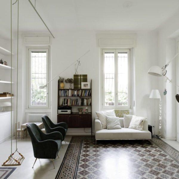 salon balançoire intérieure déco vintage canapé blanc
