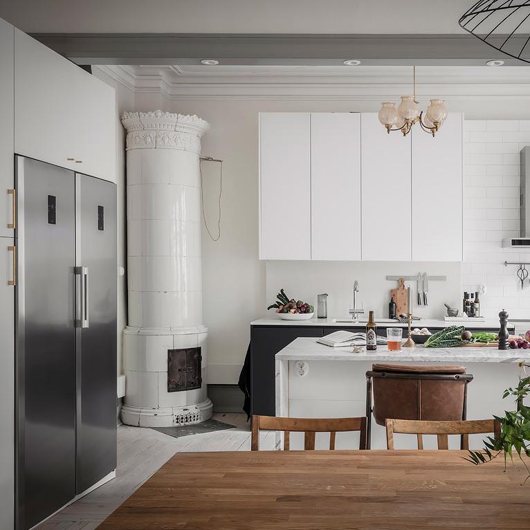 cuisine équipe bar marbre blanc appartement épuré nordique blog déco clematc