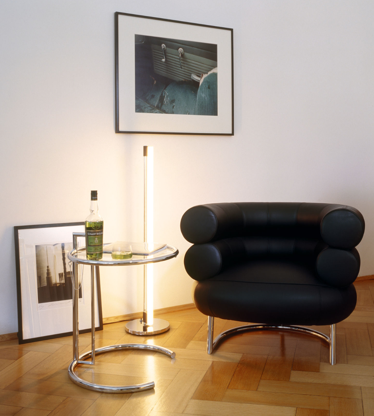 fauteuil bibendum eileen gray cuir noir table basse E1027 - blog déco - clemaroundthecorner