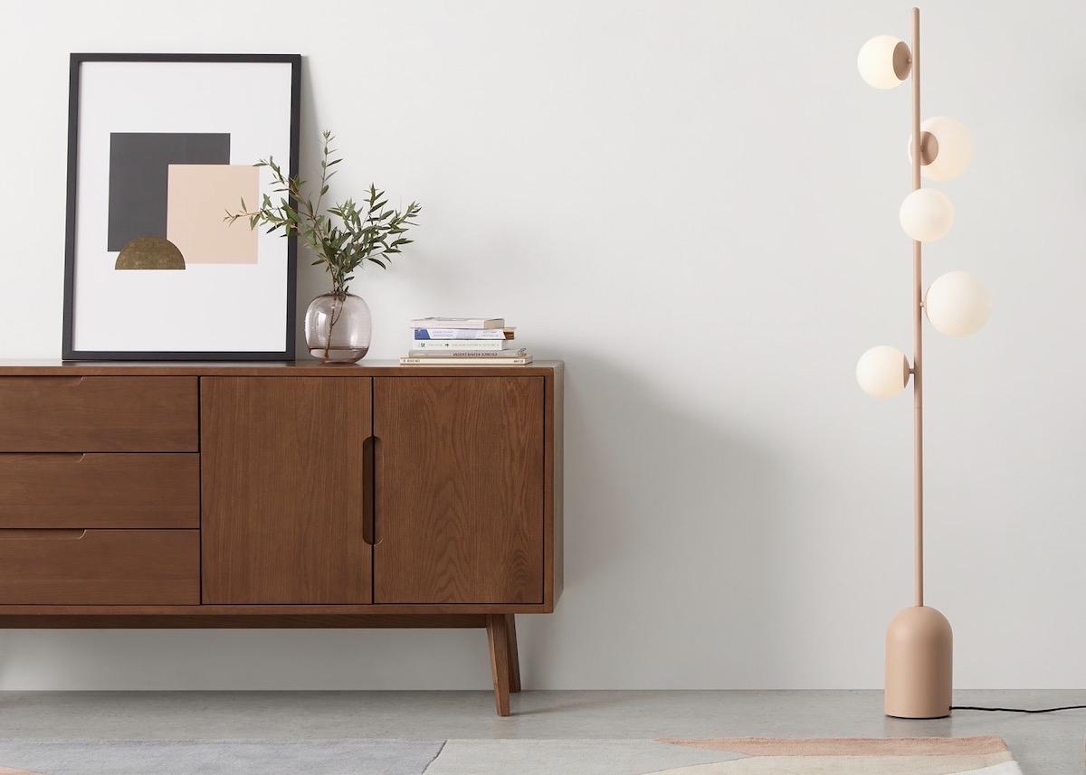 lampadaire ocre nude rose décoration salon loft béton - clematc