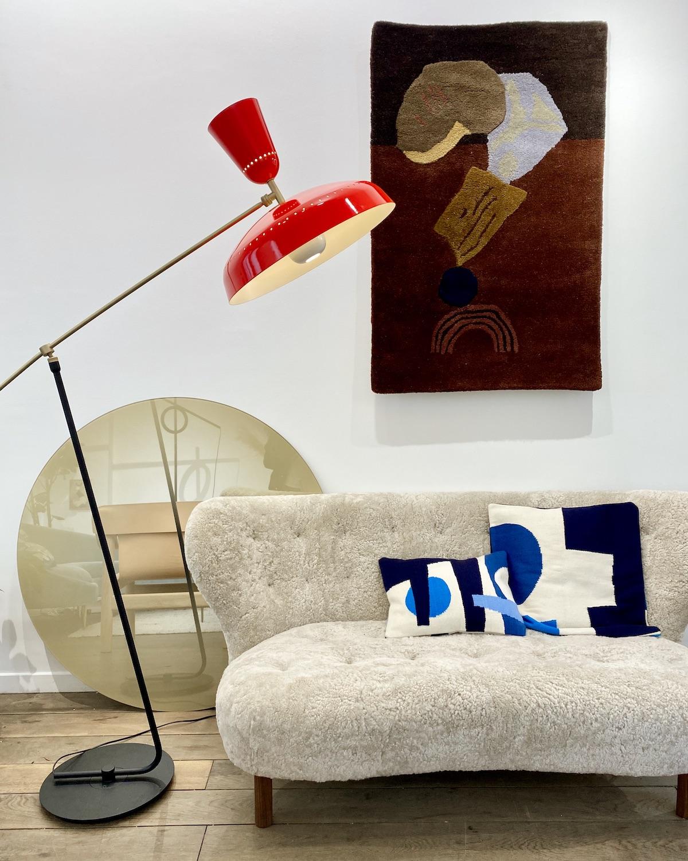 lampadaire retro rouge laiton canapé tissu bouclette - blog déco design - clem around the corner