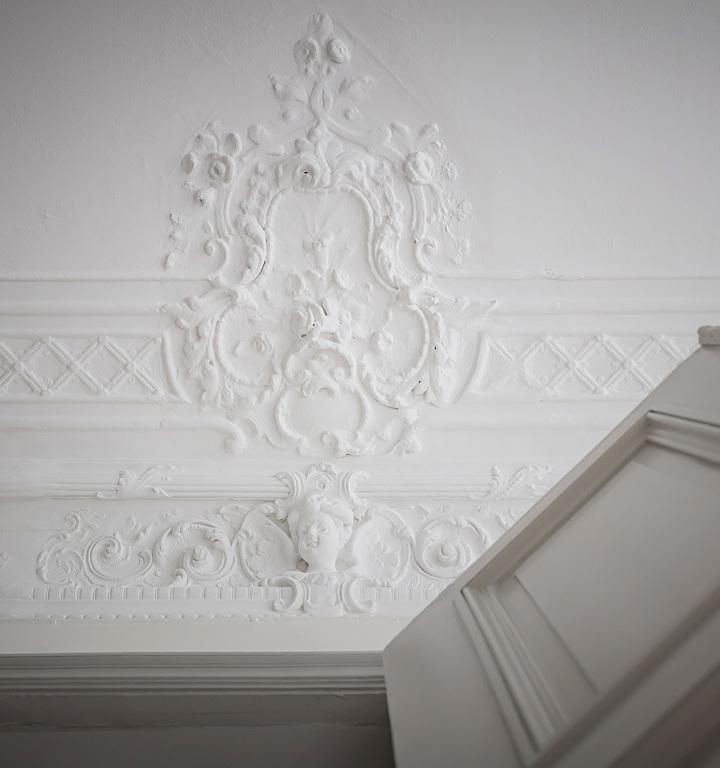 moulure plafond peinture blanche déco intérieure maison scandinave