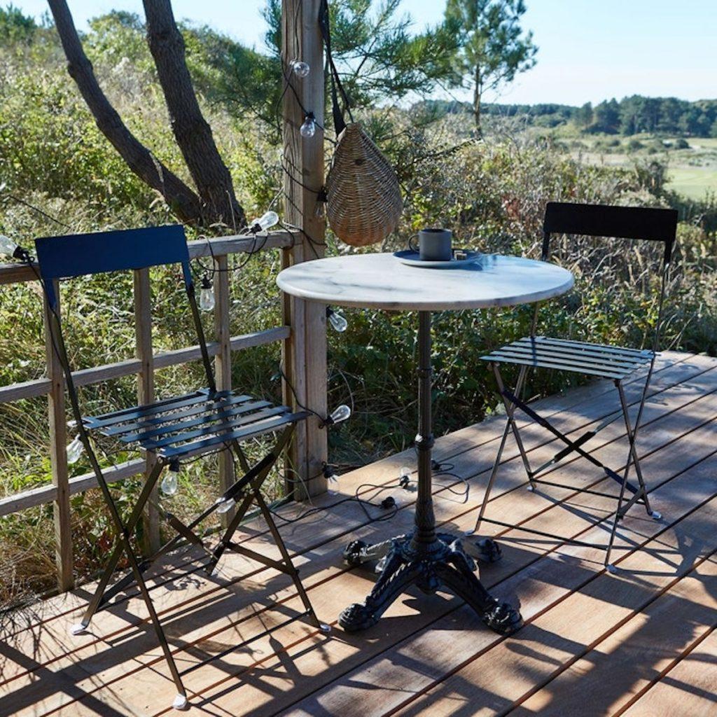table ronde marbre blanc aménagement balcon longueur - blog déco - clemaroundthecorner