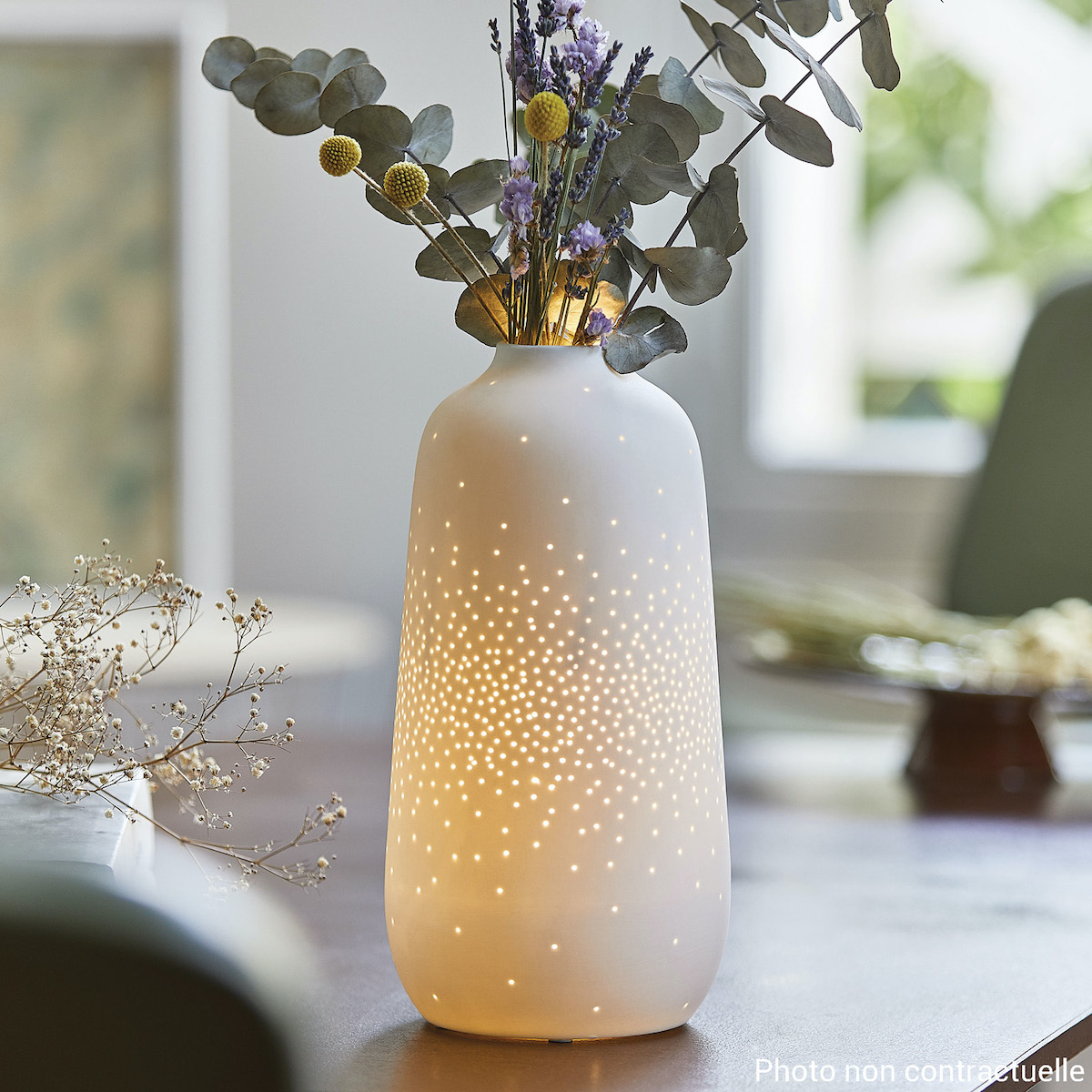 vase en céramique blanc lumineux bouquet de fleurs