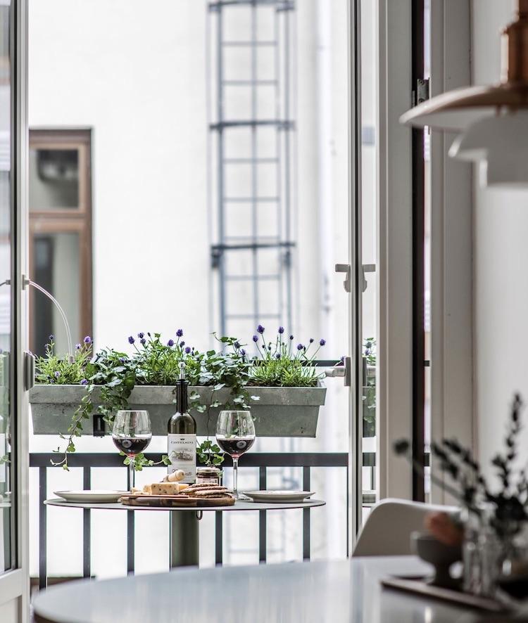 appartement Linné quartier balcon filant étroit table suspendue