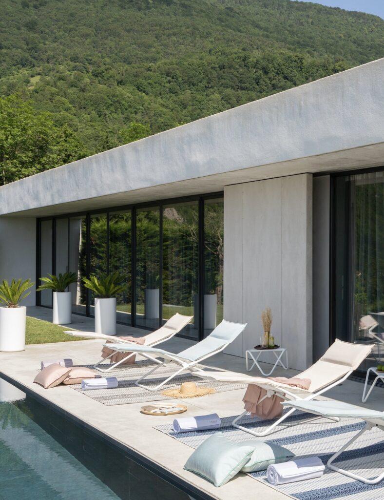comment meubler salon de jardin made in France bord piscine bain de soleil chaise longue transat design conseil