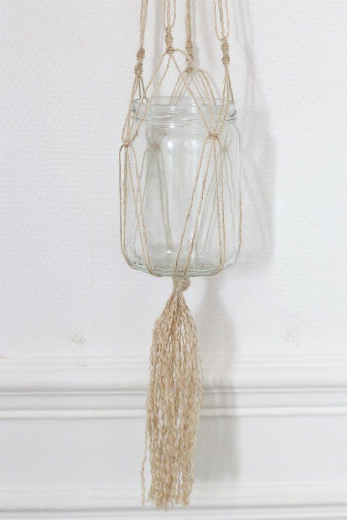créer fabriquer cadeau fête des mères pot fleur suspendu en corde verre pot confiture upcycling