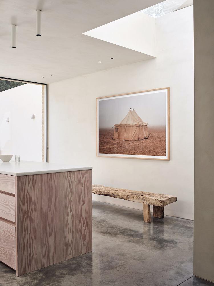 cuisine galerie ilot central marbre dekton bois banc nature