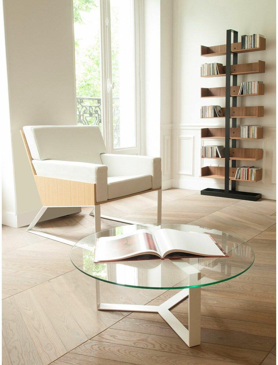 étagère bois métallique noir style industriel appartement parisien salon table basse ronde verre pied laiton
