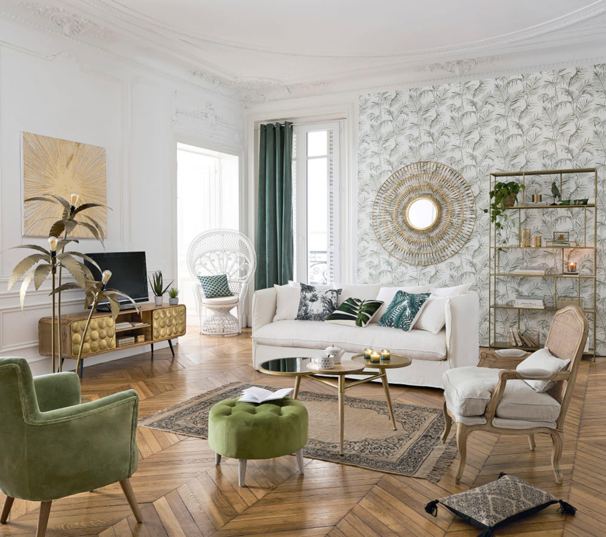 étagère métal doré salon vintage contemporain tapisserie murale fauteuil velours vert rotin blanc