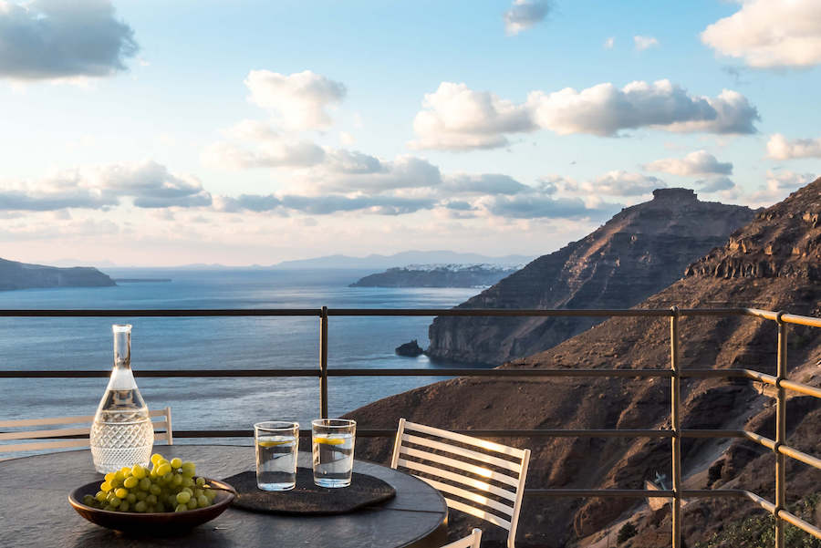 falaise terrasse mer Égée Porto Fira Suites hotel luxe Santorin