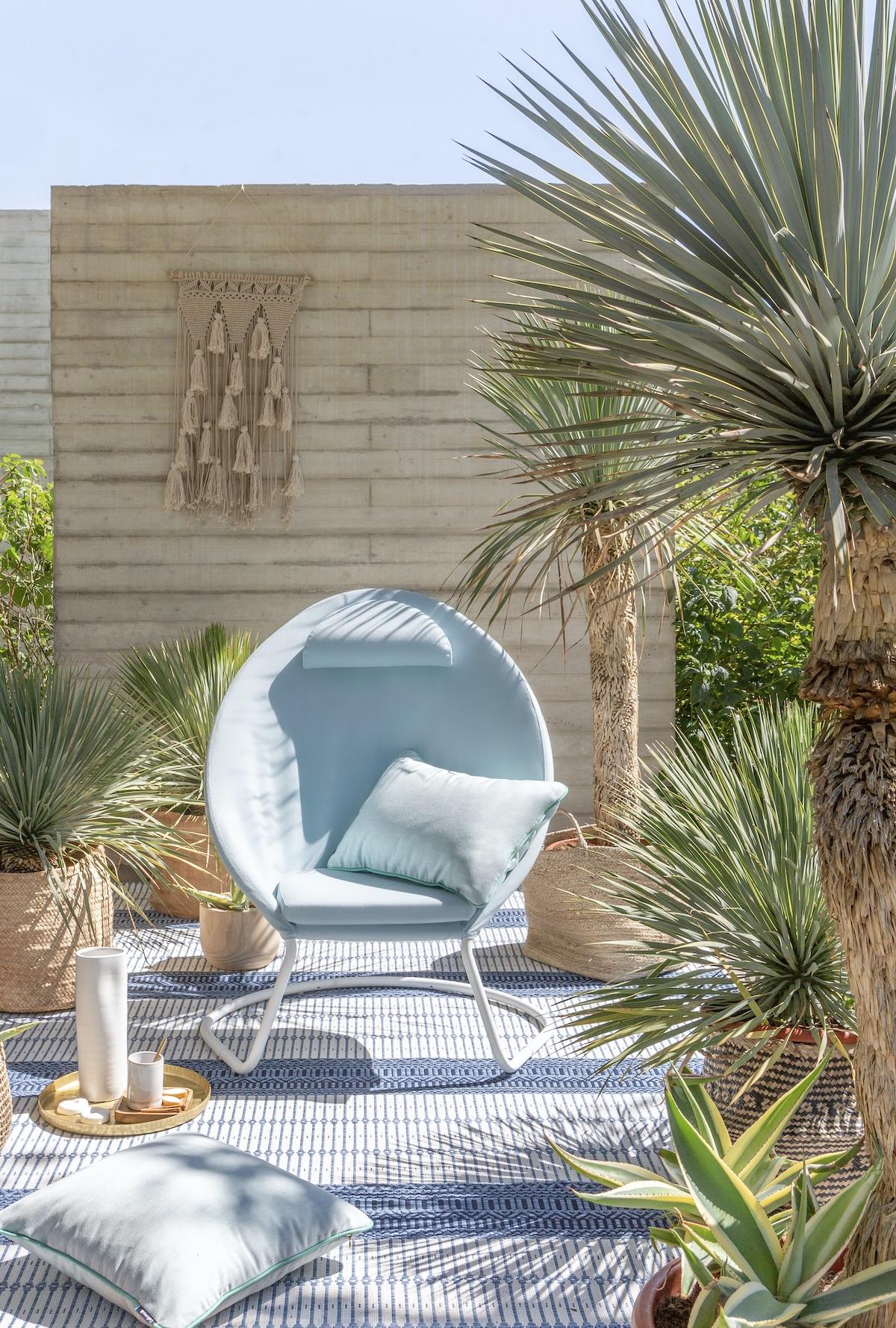 salon de jardin made in France fauteuil relaxation jardin bleu clair balançoire design français Lafuma