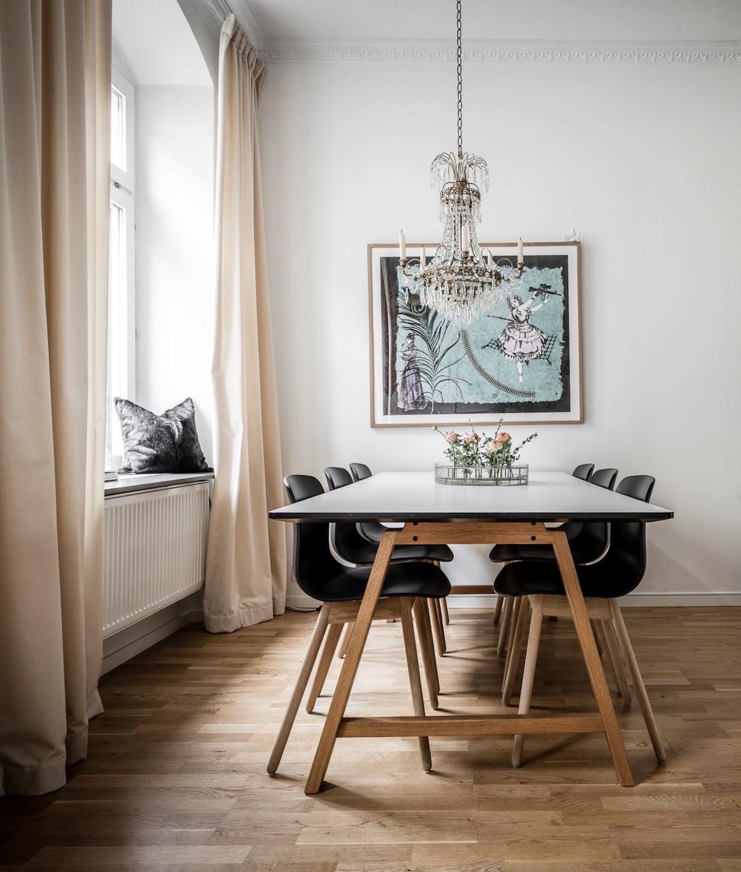 idée décoration salle à manger table tréteau bois plateau béton lustre