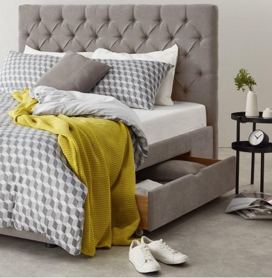 lit chambre parentale tête de lit matelassé gris clair