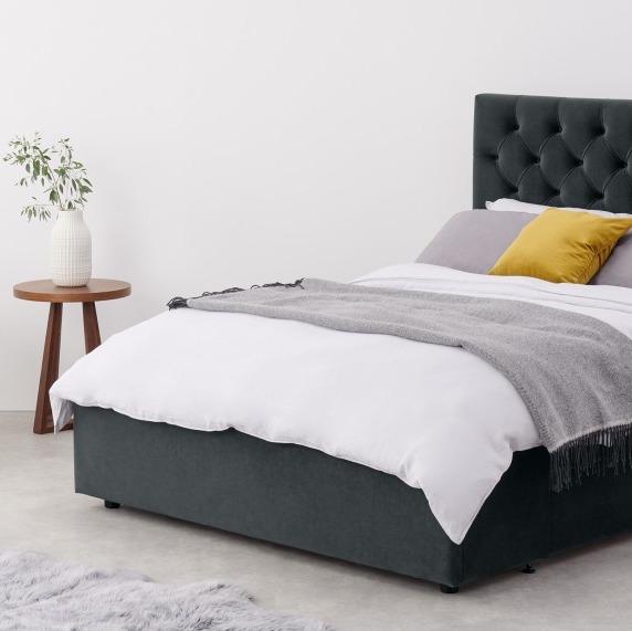 lit scandinave tête de lit gris foncé chambre sobre blog clematc