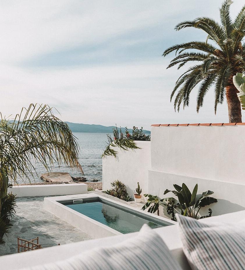 maison de vacances à Ajaccio couloir de nage terrasse pierre