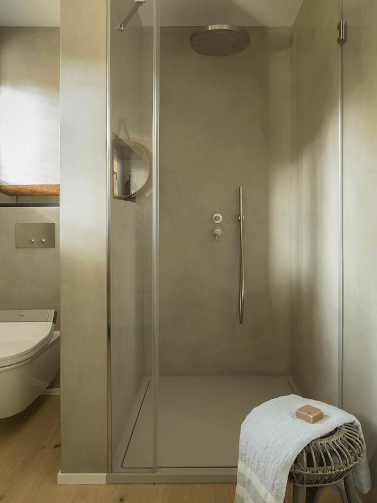 maison en pleine nature douche béton ciré italienne - blog déco