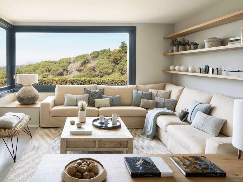 maison en pleine nature salon beige - blog décoration - clem around the corner